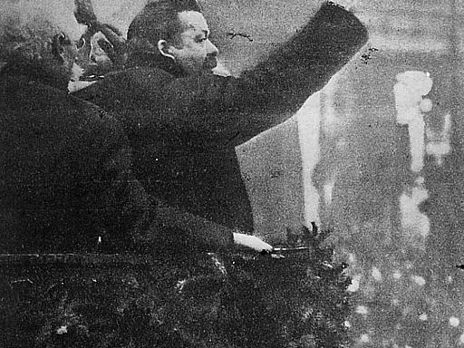 Ansprache auf dem Platz vor dem Brandenburger Tor in den Tagen der November-Revolution 1918