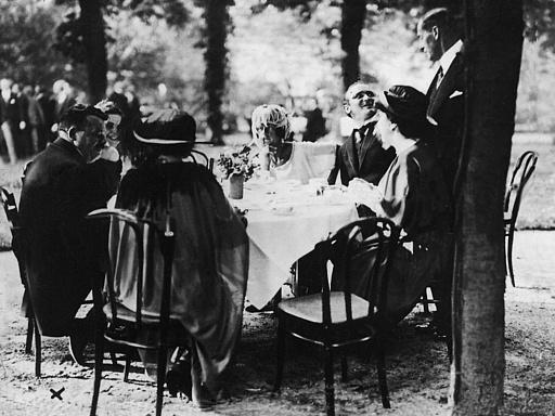 Gruppenaufnahme mit Reichspräsident Friedrich Ebert